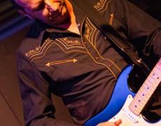 …Queridos amigos/as os comentamos dónde estará Miguel Talavera tocando sus guitarras estos días: